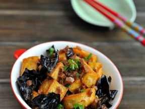 黑木耳冬菇炒豆腐