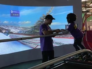 SuperSKI 是美國滑雪及滑雪板奧運隊使用的訓練工具。