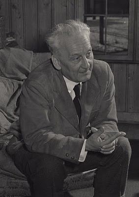 維生素C之父—匈牙利生物學家艾伯特.聖傑爾(1893年9月16日-1986年10月22日,享年93歲。)