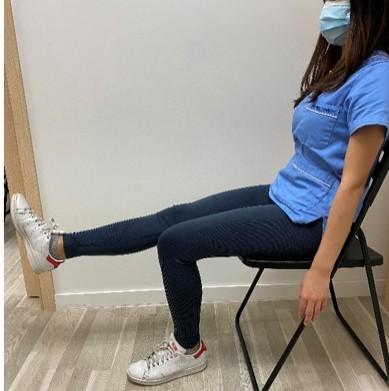 伸直腿動作,有助加強股四頭肌力量。