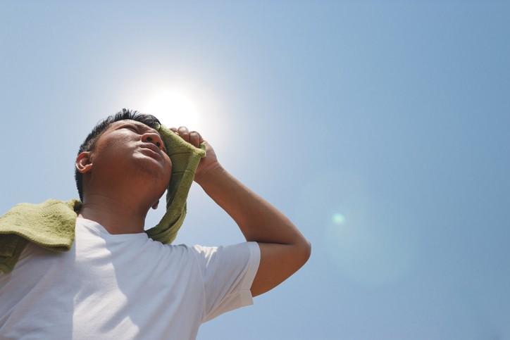 當皮屑芽孢菌遇上溫暖、潮濕、多汗的環境,就會大量生長。