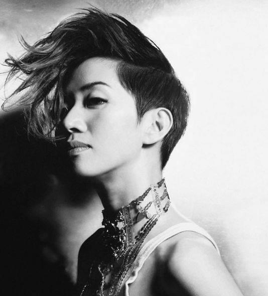 被譽為香港女兒的梅姐,一生見證著香港樂壇影壇變遷。